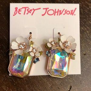 Betsy Johnson white flower earrings NWT